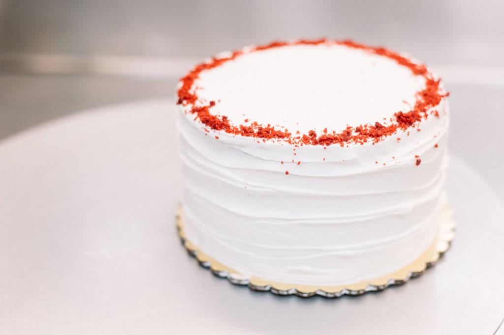 red-velvet-poppy-cake
